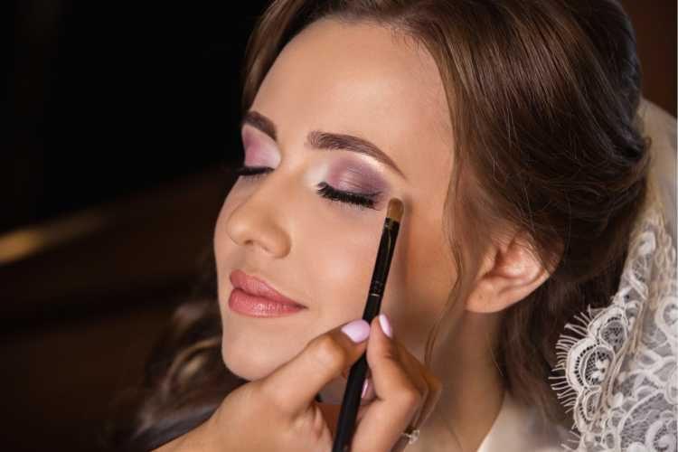 Maquiagem para noiva com olhos esfumados