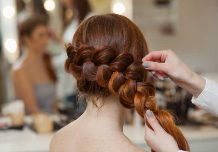 Penteados para mãe da noiva com trança lateral