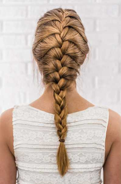 Penteados para mãe da noiva com trança simples