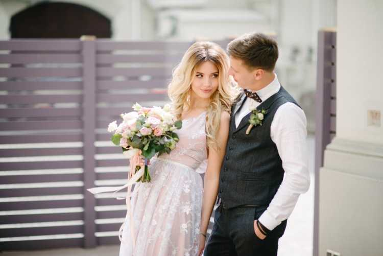 vestido de noiva rosê com renda