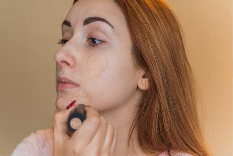 Aplicar corretivo da cor da pele
