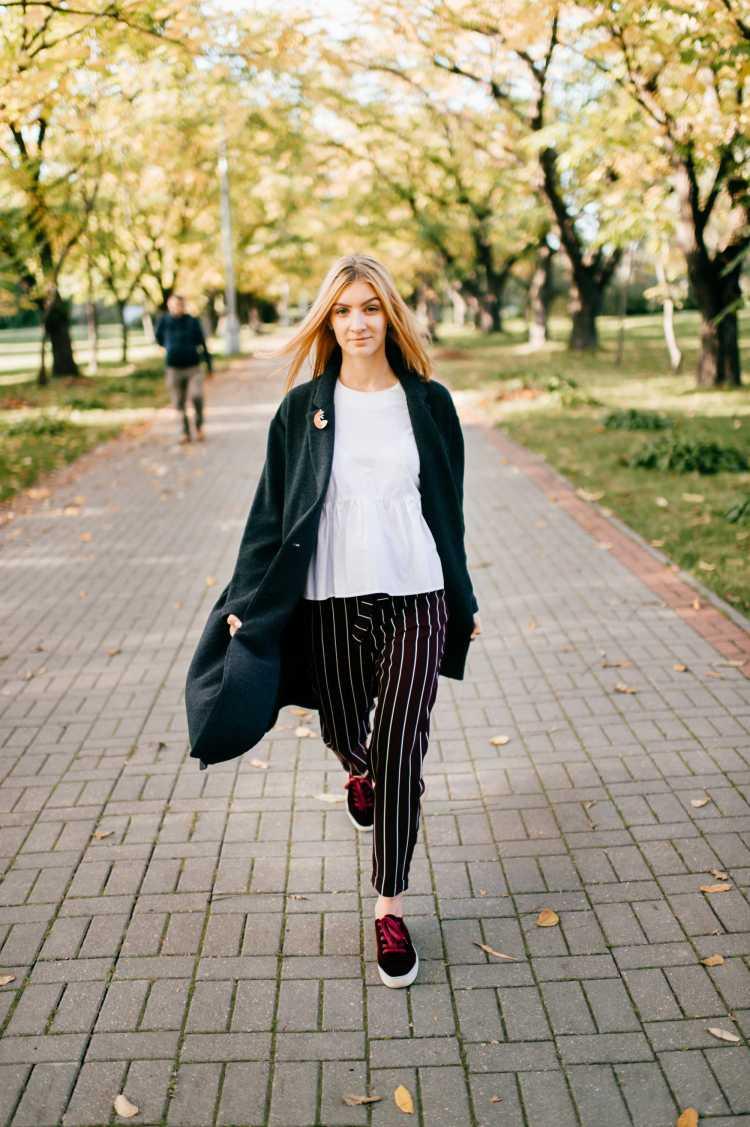 calça com listras é tendência