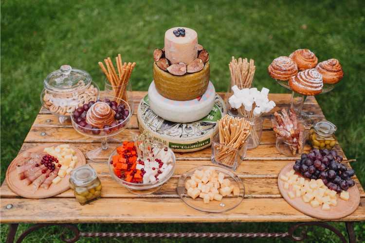 mesa do bolo de casamento simples