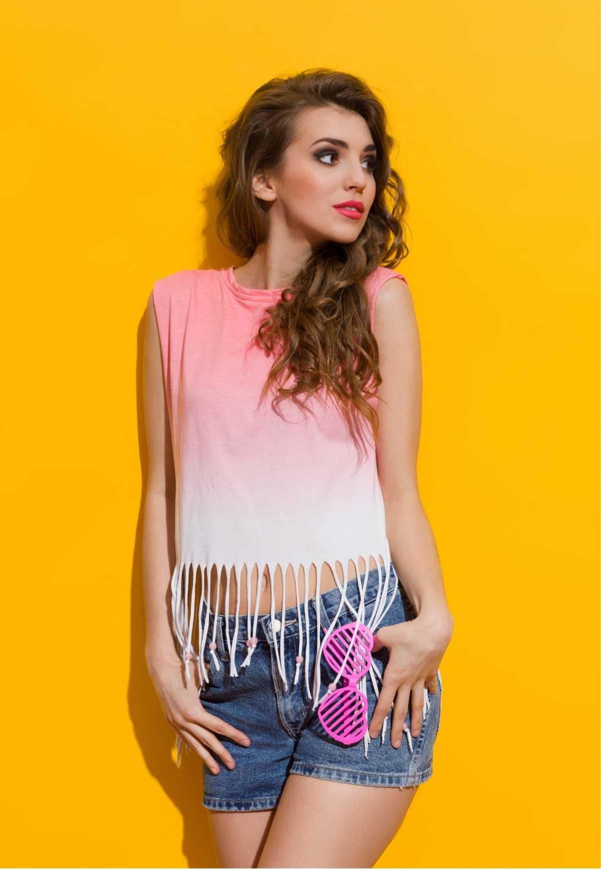 produção com blusa rosa degradê e short