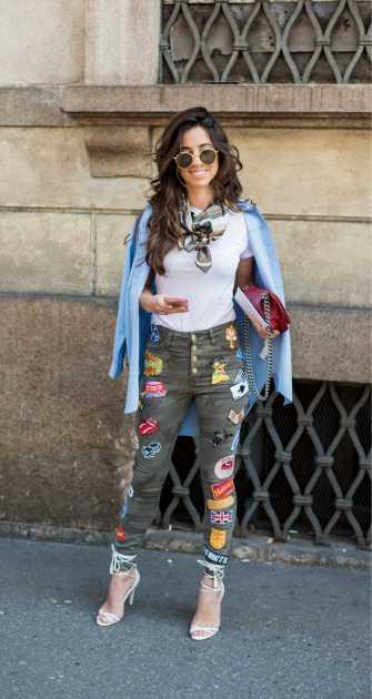 look descolado com calça jeans customizada