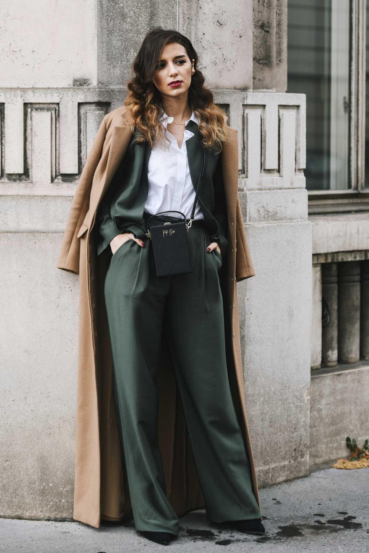 traje elegante com pantalona para frio