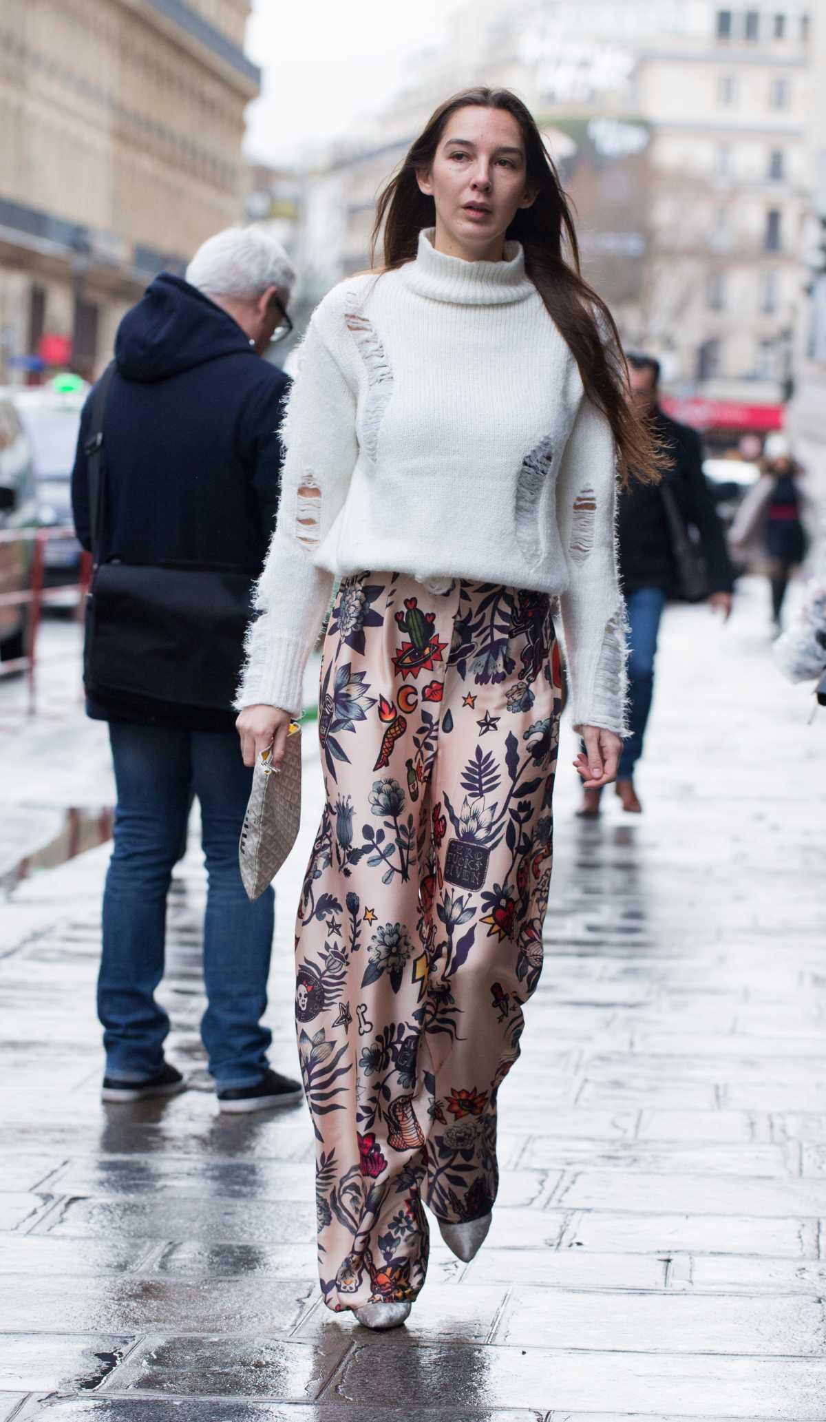 dress floral com suéter branco