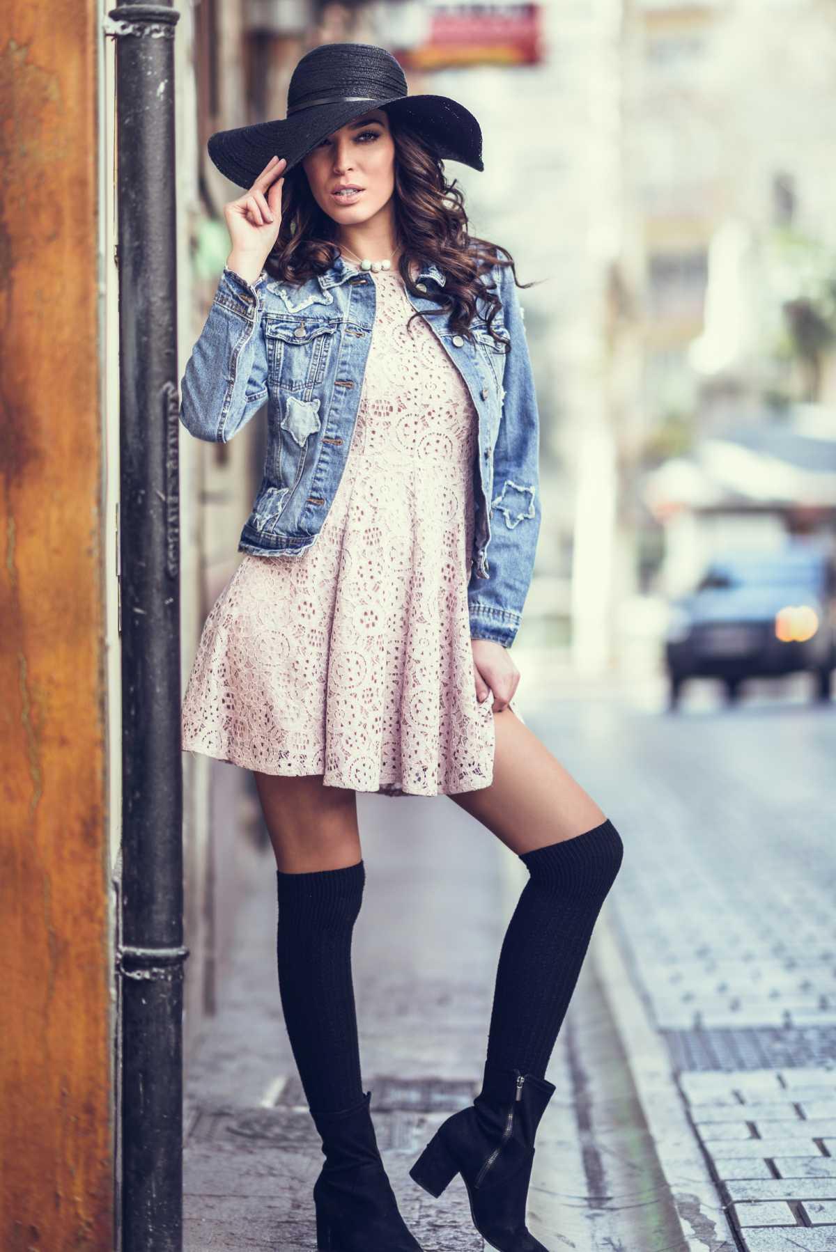 vestido curto com bota