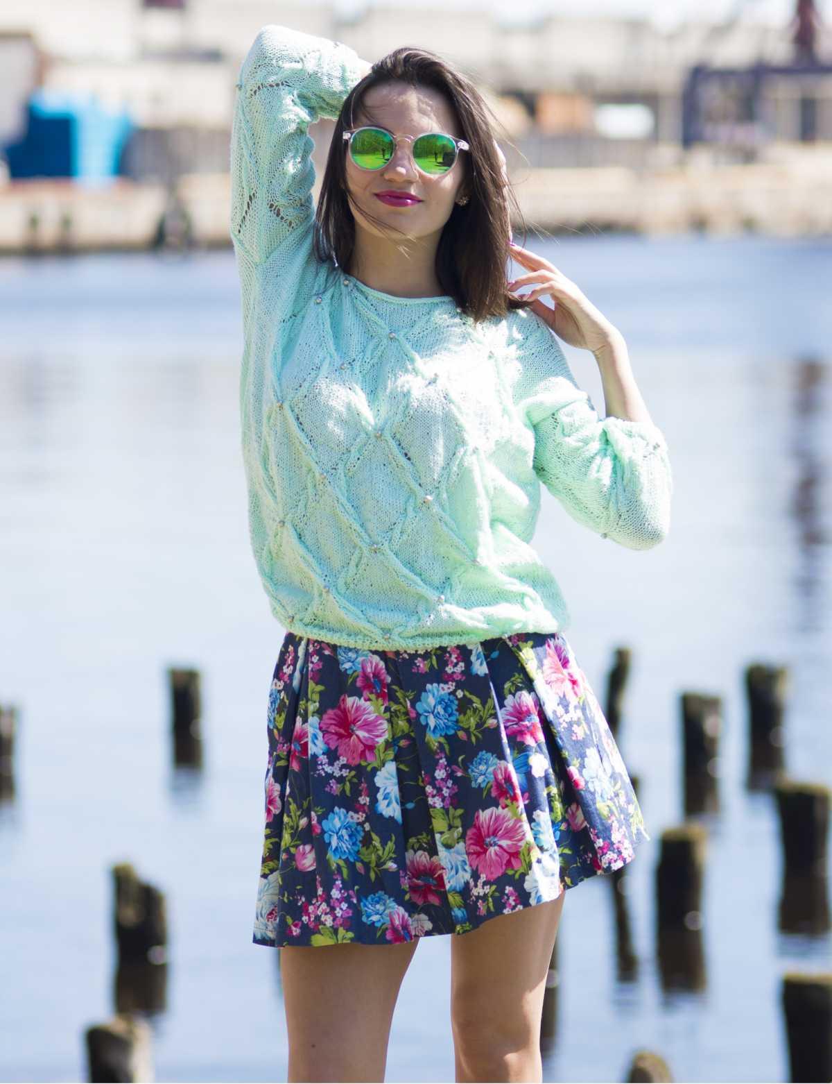 saia floral com suéter