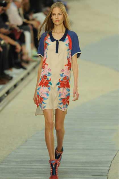 produção com vestido floral e botas
