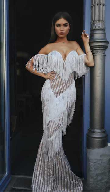 vestido modelagem sereia com franjas