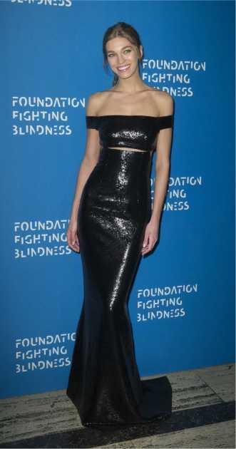 vestido preto com brilho para festas formais
