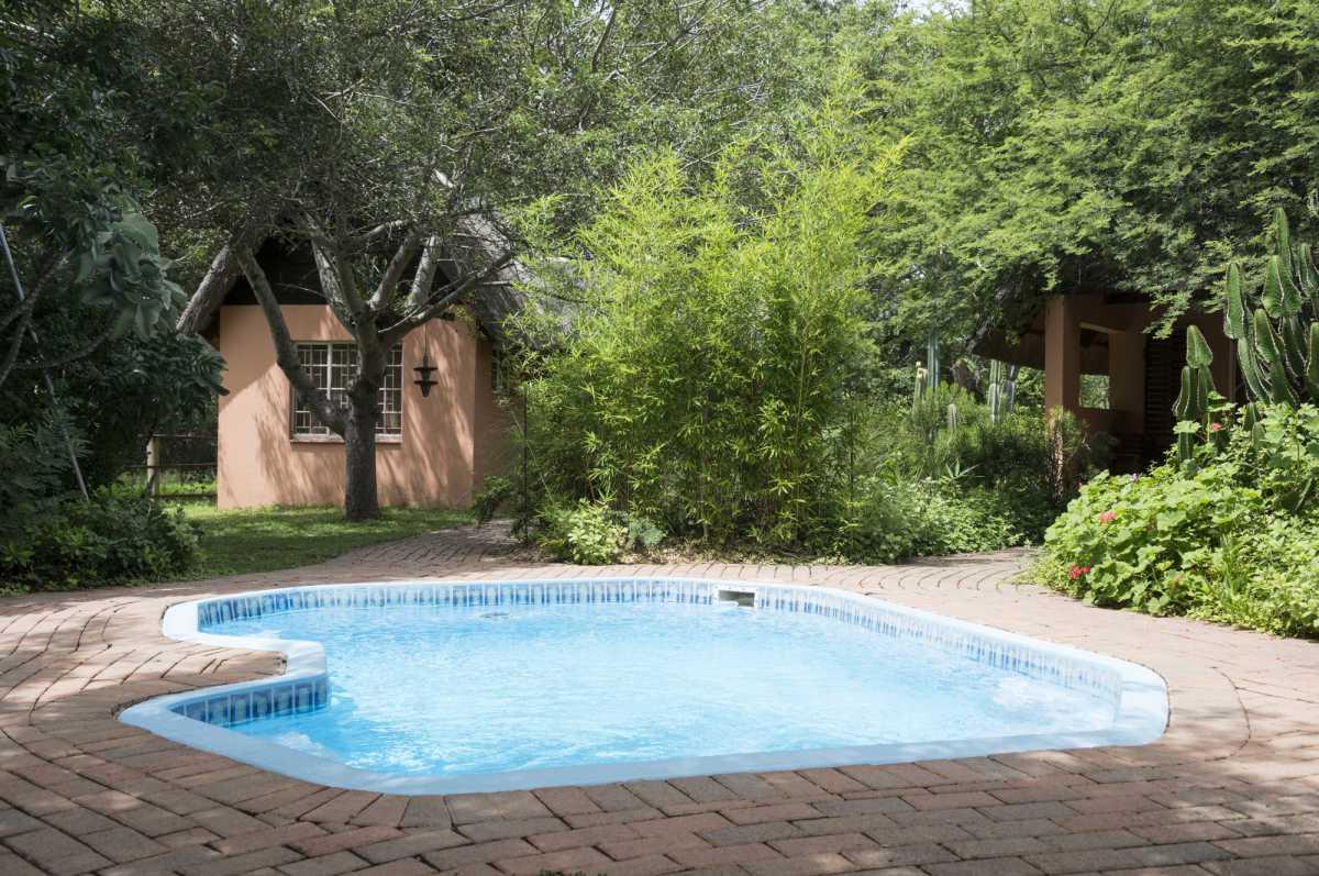 piscina pequena com desenho circular