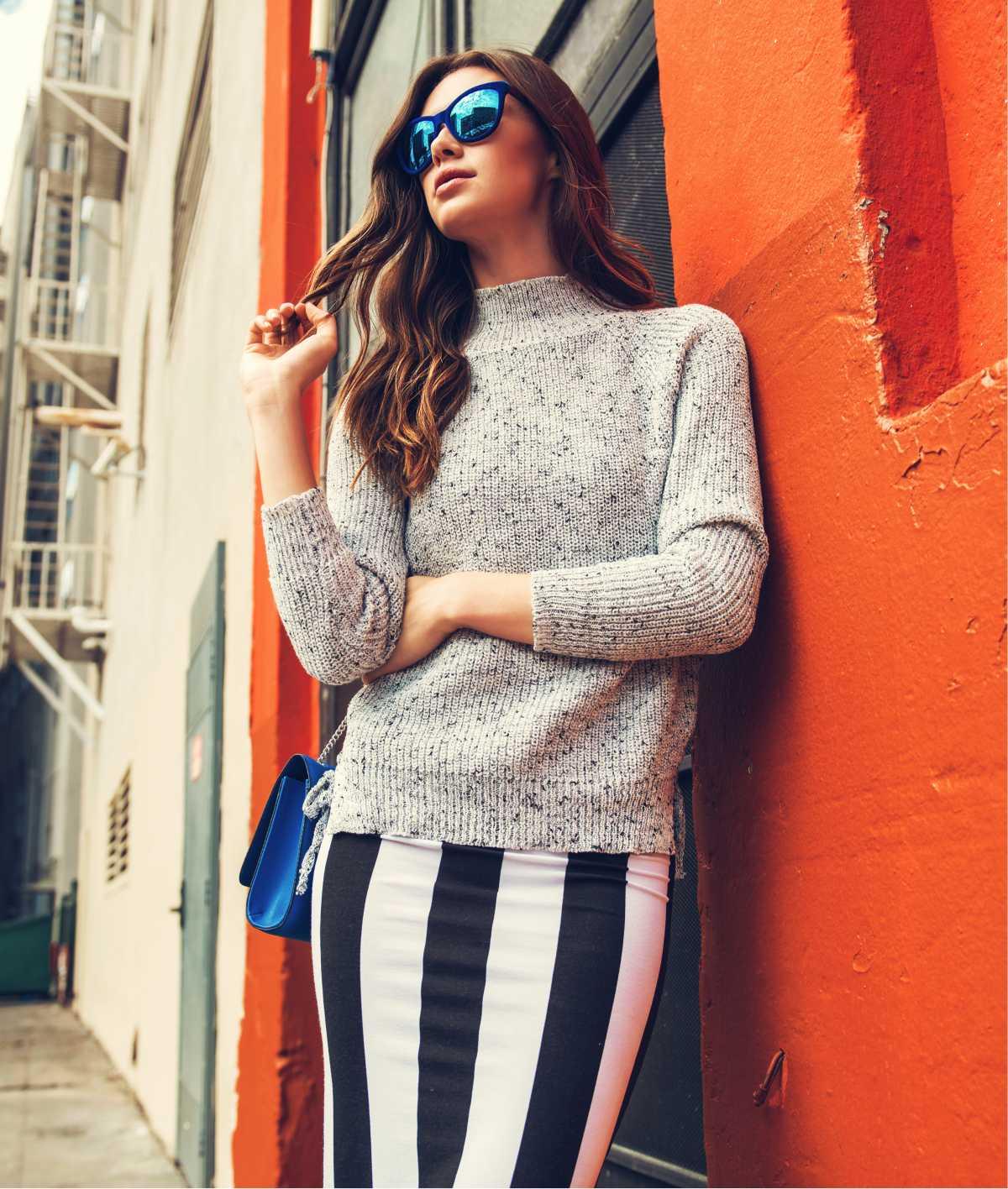 Look com suéter de tricô por cima de vestido