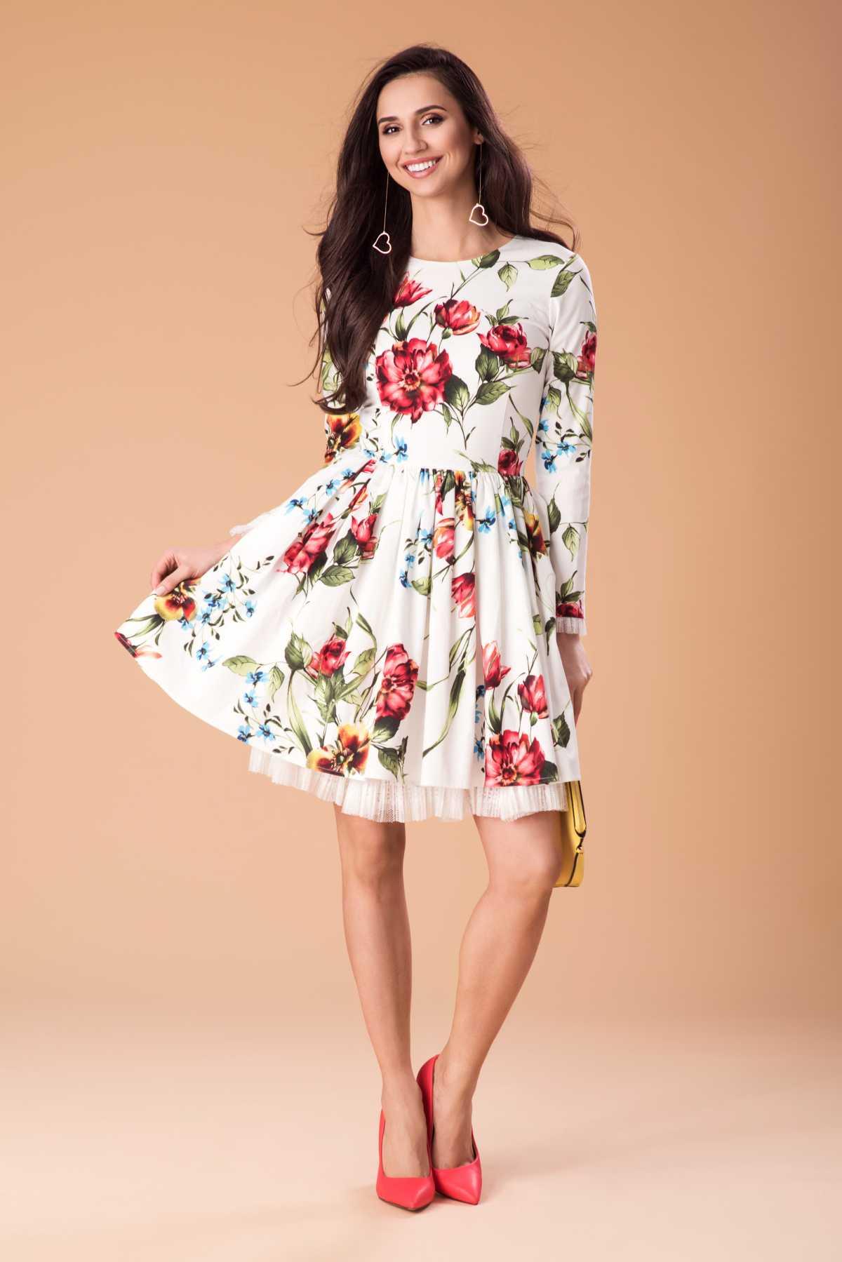 vestido floral com scarpin
