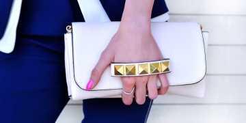 bolsa estilosa com detalhes em dourado
