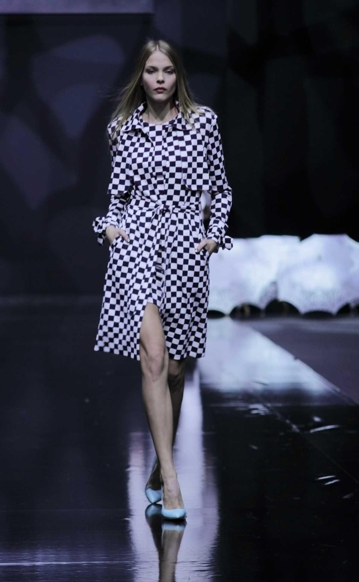 vestido com estampa xadrez vichy é tendência