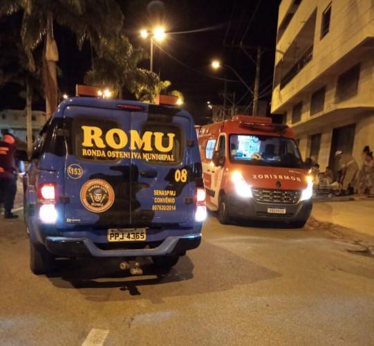 Agentes da Guarda Civil Municipal ajudam grávida em trabalho de parto no centro de Linhares