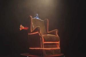 facebook-hug-chair-brazil-2