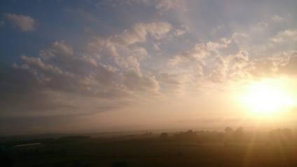 ciel de lever de soleil breton