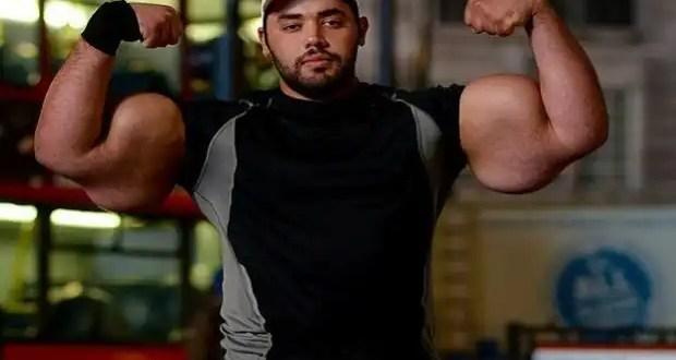 Video: Conoce al hombre con los bíceps más grandes del mundo