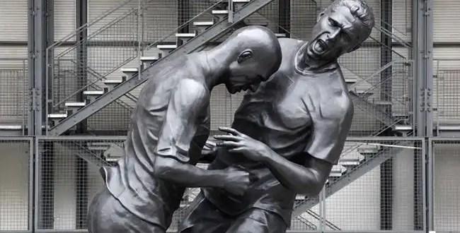 La escultura del cabezazo que Zidane le propinó a Materazzi