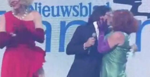 Video: Primer ministro se limpia el beso de un travesti