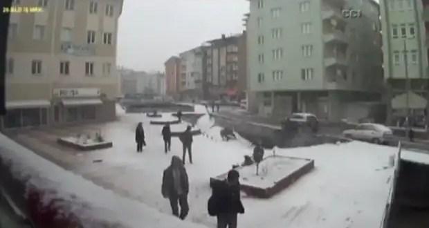 Video: impresionante derrumbe de un puente en Turquía