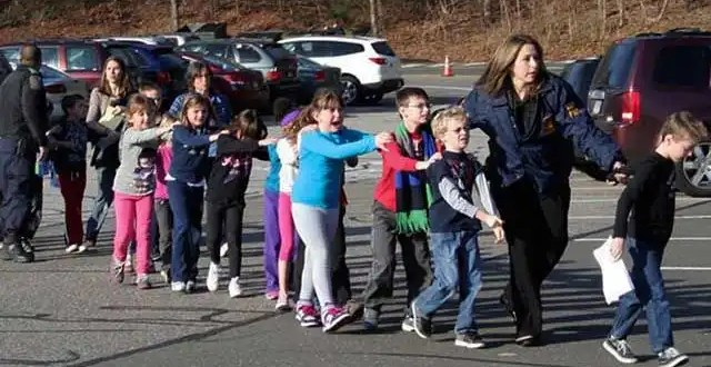 Tiroteo en escuela primaria de EU deja 27 muertos