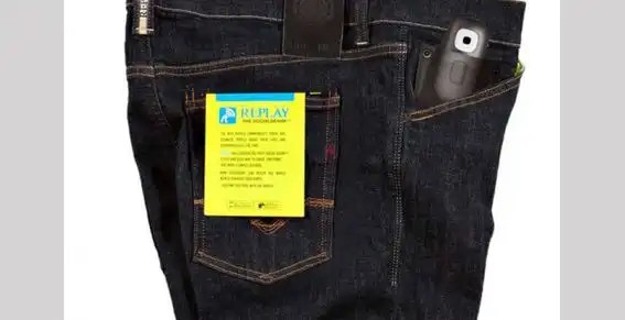 Un jean que actualiza el estado de Facebook por ti