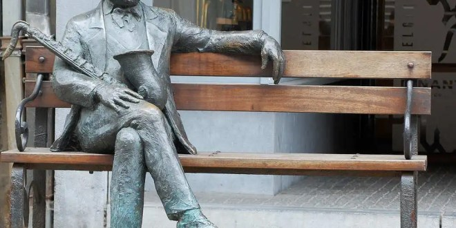 Bruselas festeja 2 siglos del nacimiento del creador del saxofón
