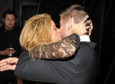 El beso apasionado de Shakira a Gerard Piqué-3