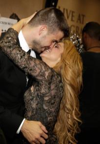 El beso apasionado de Shakira a Gerard Piqué-4