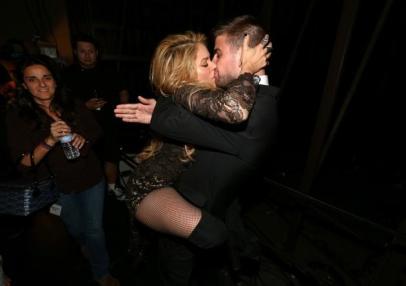 El beso apasionado de Shakira a Gerard Piqué-5