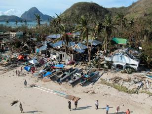 Al menos 100 muertos en Filipinas por el tifón Haiyan dejó