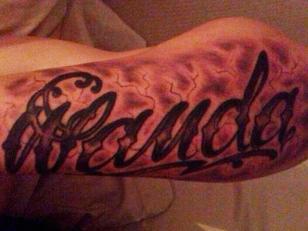 """Foto del tatuaje de Mauro Icardi que dice """"Wanda"""""""