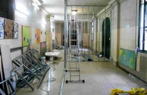 """Continua la construcción de """"aulas pasillo"""" en el Bernasconi"""