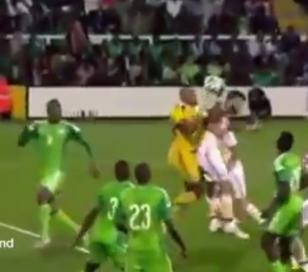 Arquero nigeriano se hizo el gol más tonto de la historia