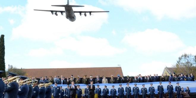 Rossi rindió homenaje a los héroes de Malvinas en el aniversario del Bautismo de Fuego de Fuerza Aérea