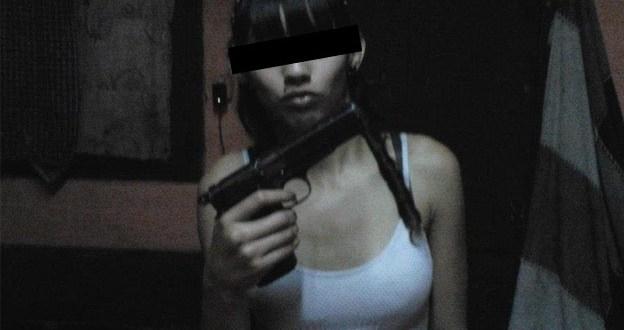 Fue presa por publicar fotos con armas en facebook