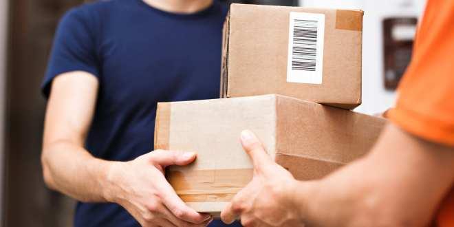 ¿Es seguro recibir un paquete? ¿Que pasa si estuvo manipulado por una persona infectada?