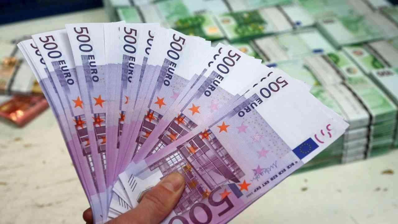 taux-de-change-stagnation-euro-face-dinar-algerien-marche-noir-14-juillet-2020