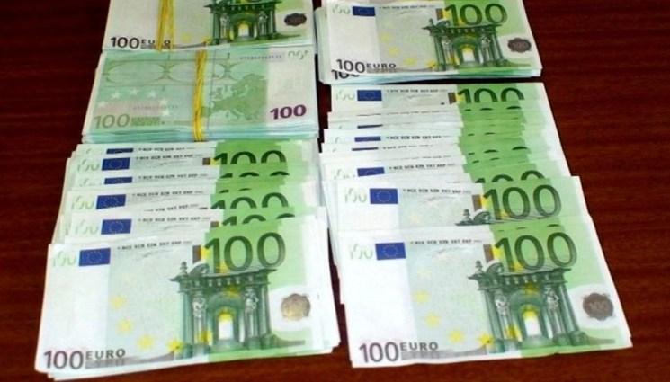 Bancnote-false-de-100-de-euro