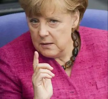 Merkel defiende la compra de bonos del BCE