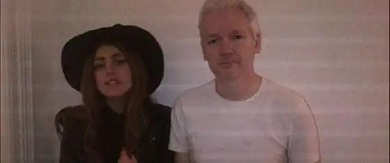 Lady Gaga cena a solas con Julian Assange