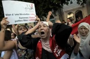 Insólito: Es violada por policías y luego acusada de 'atentado al pudor'