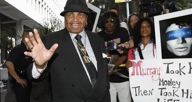 El padre de Michael Jackson sufre un infarto