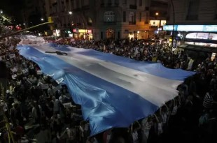 Multitudinaria protesta en contra el Gobierno en Argentina