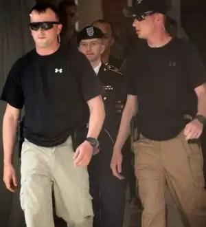 El soldado Manning es acusado de haber ayudado a Osama Bin Laden