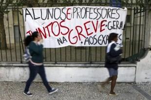 Profesores portugueses se suman a la huelga contra los recortes